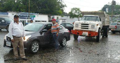 Camión coche accidente