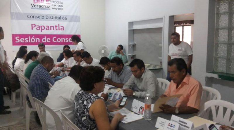 Papantla, Ver.- Reportan hasta las 12:30 horas, la instalación de 304 de las 351 casillas en el distrito 06 electoral.