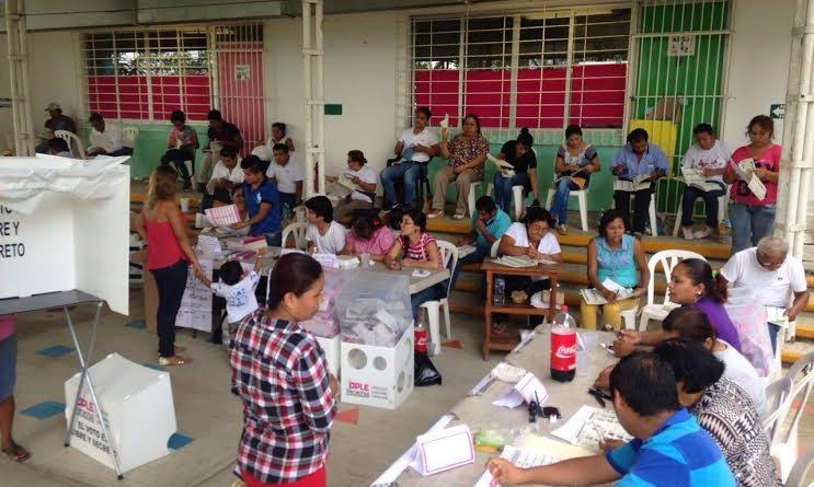 Poza Rica, Ver. Procesos de votación ha sido tranquilo pero constante, afirmó el presidente de la casilla 3118 contigua 3 de la colonia Mecánicos de Piso.
