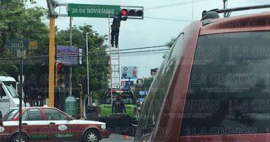 Reparan semáforos en el bulevar Ruiz Cortines