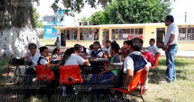 alumnos-clases-afuera-aulas