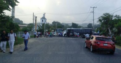 Bloquean trasportistas carretera a Cazones