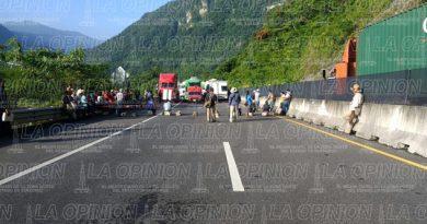 campesinos-bloquean-autopista