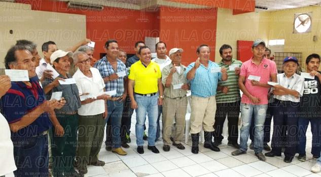 Carpinteros-Tihuatlán-reciben-apoyos