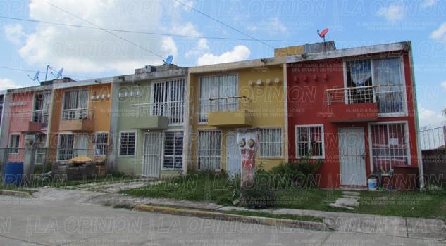 denuncian-a-constructora-por-viviendas-mal-contraidas
