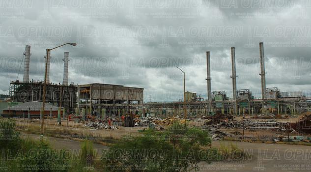 Desmantelan Complejo Petroquímico Escolín