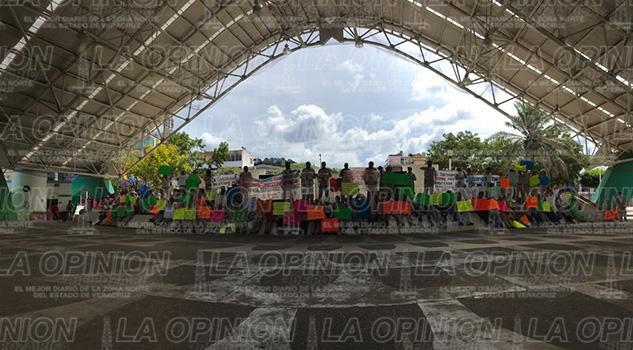 Vectores en Plaza cívica 18 de marzo