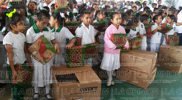 alumnos-de-primaria-reciben-utiles-escolares