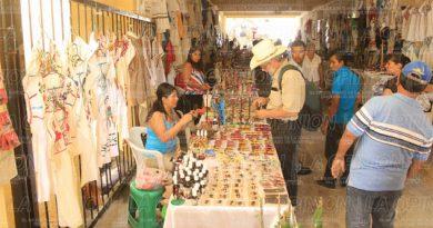 artesanos-ocuparan-pasillo-del-palacio