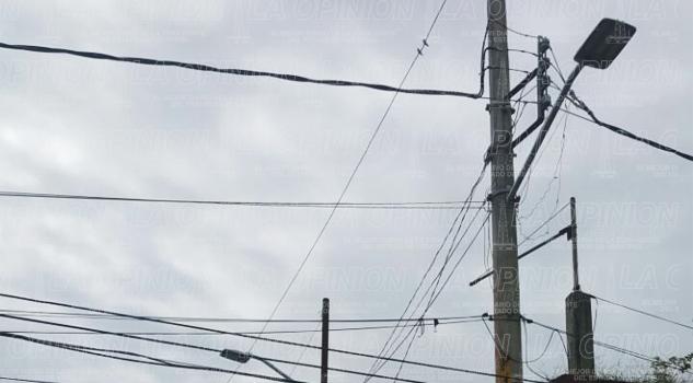 demandan-reparacion-de-luminarias-en-agua-fria