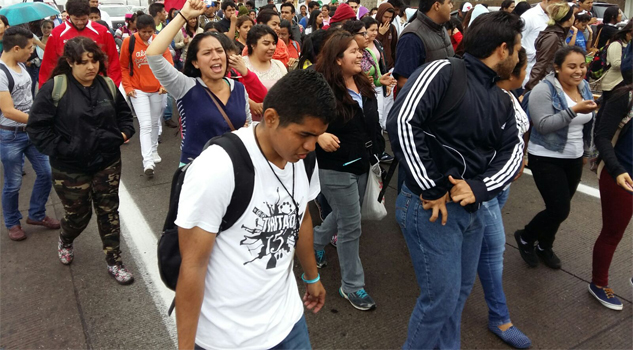 estudiantes-de-la-universidad-veracruzana-marcharon
