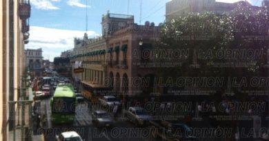 manifestantes-y-ediles-toman-el-palacio-de-gobierno