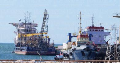 prohiben-a-pescadores-navegar-en-areas-de-pemex