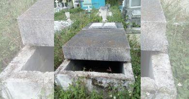 tumbas-abiertas-en-el-panteon-galeana