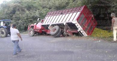 vuelca-camion-naranjero