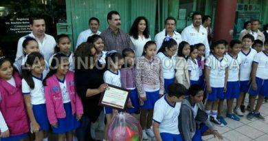 Entregan reconocimientos a las mejores escuelas