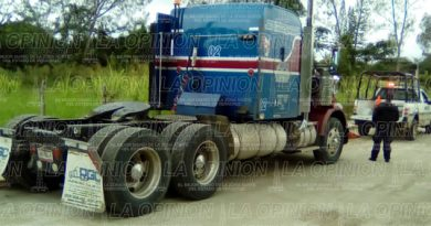 atracan-trailer-en-via-federal
