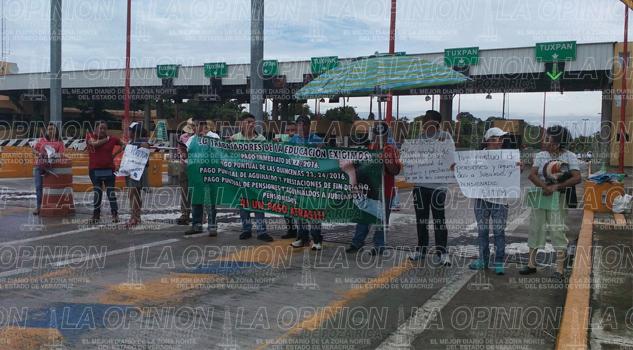 bloqueada-la-plaza-de-cobro-puente-tuxpan