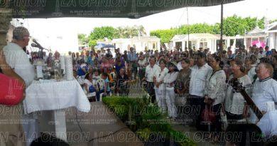 celebran-misa-en-memoria-de-los-fieles-difuntos