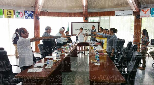 efectuan-toma-de-protesta-a-integrantes-del-consejo-distrital-06