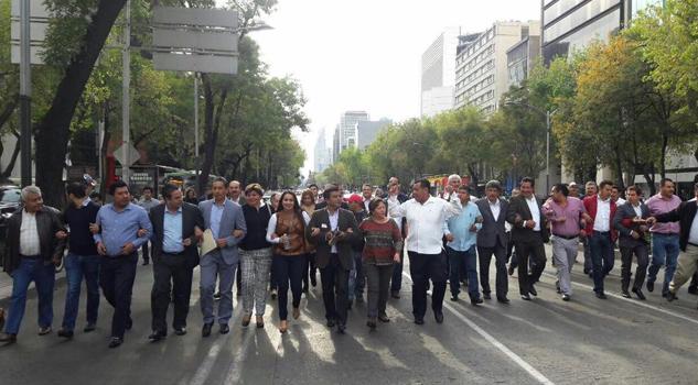marchan-en-mexico-para-exigir-4-mil-mdp