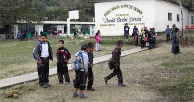 marginan-a-maestros-indigenas