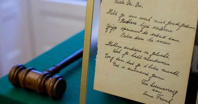poema-firmado-por-ana-frank-fue-vendido-en-140-mil-euros