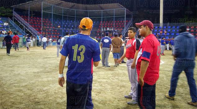 se-infarta-jen-pleno-juego-de-softbol-1