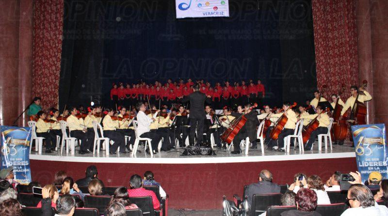 Orquesta Esperanza Azteca en concierto