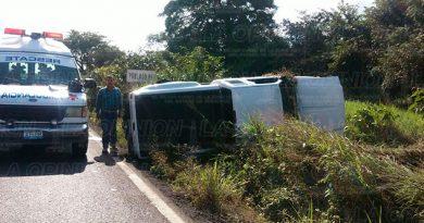 Carretera Accidente Volcó Camioneta