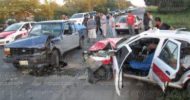 Dos lesionados en aparatoso accidente