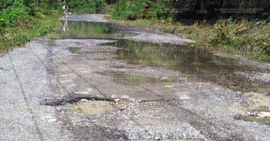 En el abandono carreteras del Totonacapan