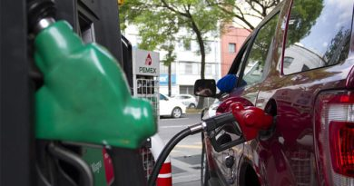 Gasolinas subirían casi 3 pesos