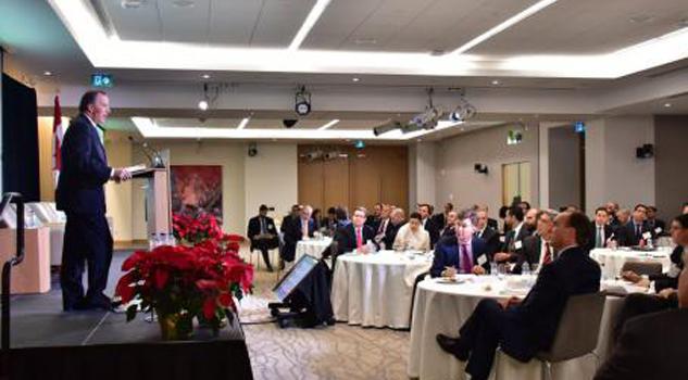 Hacienda y Pemex van a Canadá por inversiones