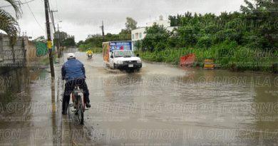inundada-la-calle-que-conduce-al-bulevar-bicentenario