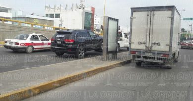 Aparatoso accidente sobre el bulevar Lázaro Cárdenas