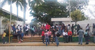Alumnos de la UPAV, sin aulas
