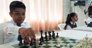 Alumnos de tres municipios participan en concurso de ajedréz