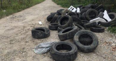 Arrojaron decenas de neumáticos