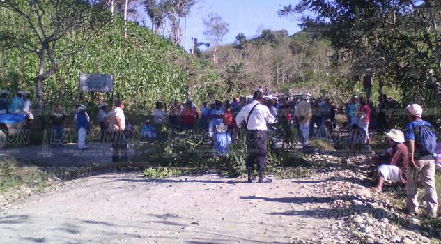 Bloquean carretera La Chaca-San Andresito