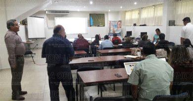 Capacitan a docentes de la UV para gestionar apoyos federales