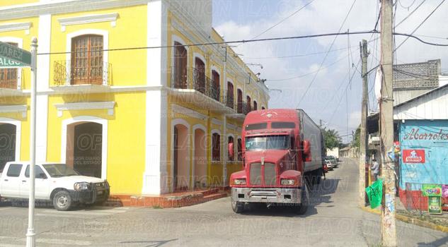 Cierran la circulación en las calles Hidalgo y Juárez en Coatzintla