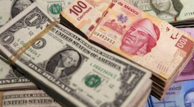Dólar baja a 21.75 pesos en bancos