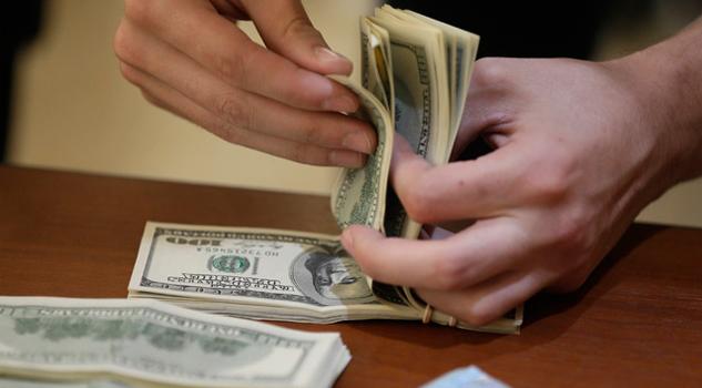 Dólar cierra en 20.81; peso retrocede de cuatro centavos