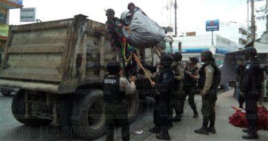 Desalojan a comerciantes informales
