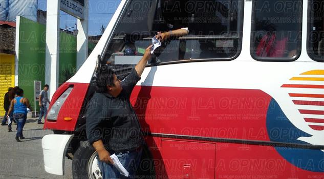 Distribuyen volantes contra el gasolinazo