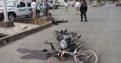Embisten a motociclista