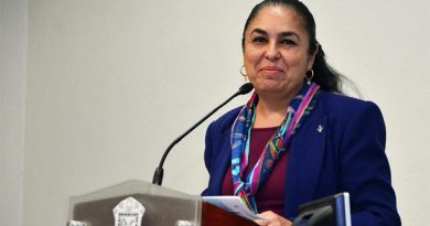La doctora Sara Ladrón de Guevara, rectora de la UV