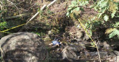 Lo hallaron sin vida en un arroyuelo