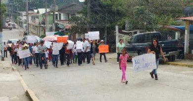 Marchan en Tihuatlán por alza a las gasolinas
